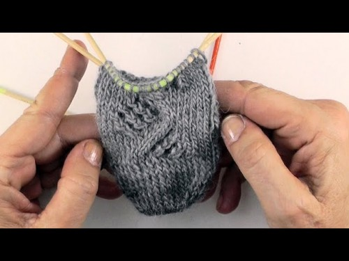 Socken stricken mit eliZZZa * Lace-Zopf-Muster * NekoKnit Bumerangnadeln